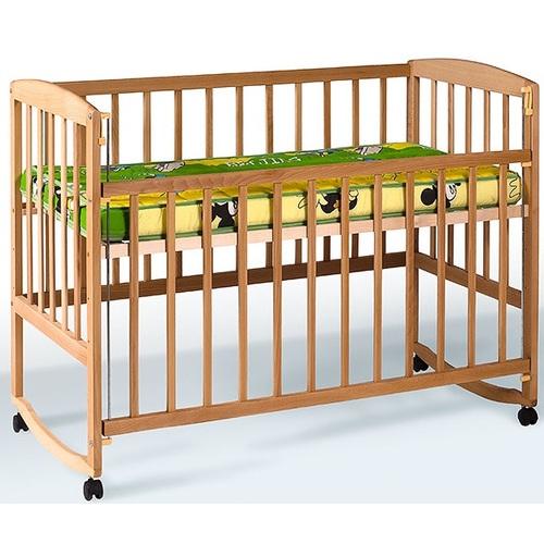 Детская кровать с подвижной боковиной, дугами и колесами 1004