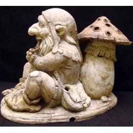 Скульптура Гном с трубкой-мухомор S038 Керамус