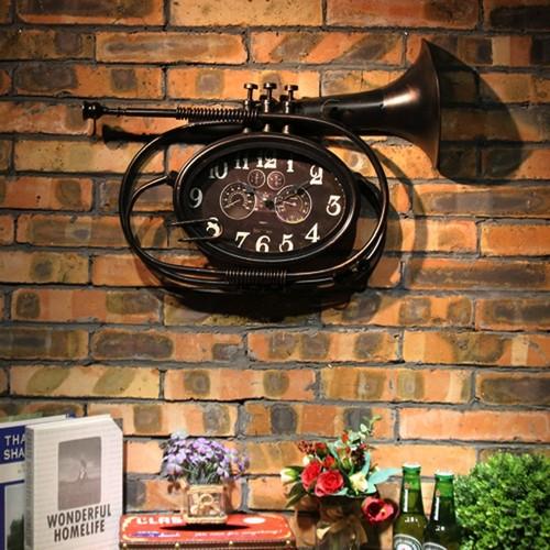 "Настенные часы ""Музыкальная труба"" черные Clok"