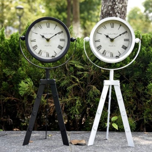 Часы настольные Триножка черные Clock