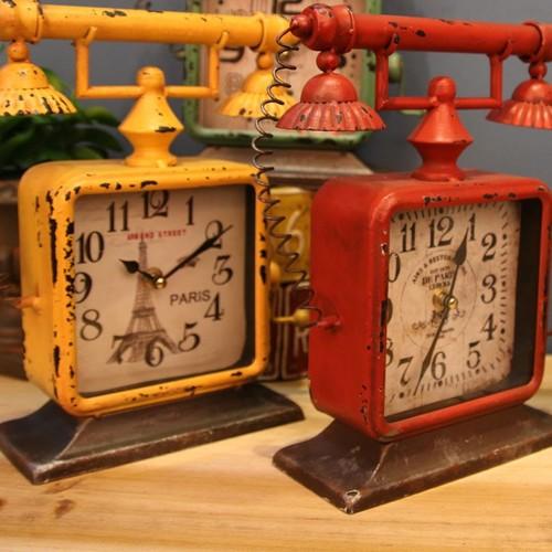 Часы настольные Телефон зеленые Clock