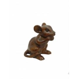 Мышка с кусочком сыра в лапках, суара (мс-24)