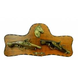 Оружие сувенирное: два пистоля наклоненные с лошадью (фа-ос-60)