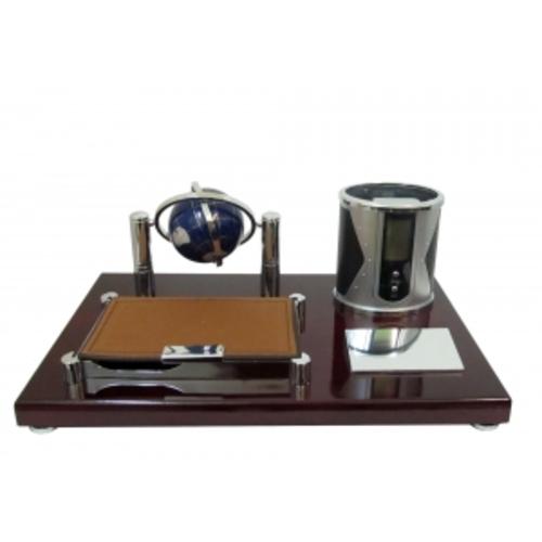 Канцелярские принадлежности: небольшая подставка с электронными часами, глобусом, отрывной бумагой и подставкой для ручек (фа-кп-60)