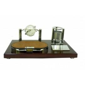 Канцелярские принадлежности: небольшая подставка с механическими часами под ручки и отрывную бумагу (фа-кп-61)