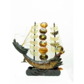 Китай корабль из рога с бел/коричн парусами (фа-рг-10)