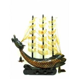 Китай корабль из рога  паруса светлые с бахромой (фа-рг-13)